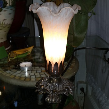 L and L tulip lamp