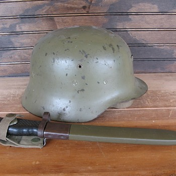 Spanish M42/79 Steel Helmet - Military and Wartime