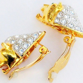 Rhinestone Gold Tone Lion Earrings, Pretty or Ugly?