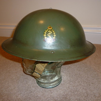 WWII Canadian Medics/Doctors steel helmet - Military and Wartime