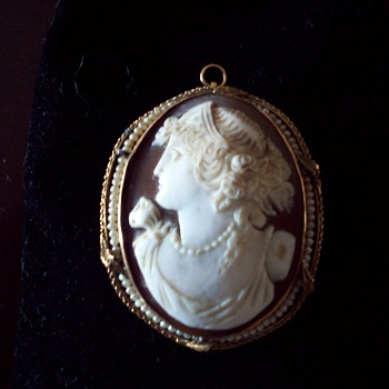 any info on this shell cameo