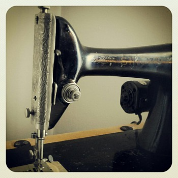 1926 Singer Sewing Machine (Portable)
