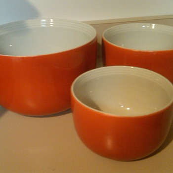 Set of 3 HALL Nesting Bowls: Bright Red/Orange Color: Mint cond. - Kitchen