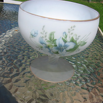 BEAUTIFUL VASE, GOLD TRIM, FROSTED ON SWIRL STEM BLUE FLOWERS NO MARKINGS WONDERED IF ANYONE MIGHT KNOW MAKER OR IF JUST CHEAP  - Glassware