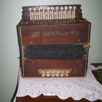 Vintage ( age unknown) Hohner accordion Still plays !