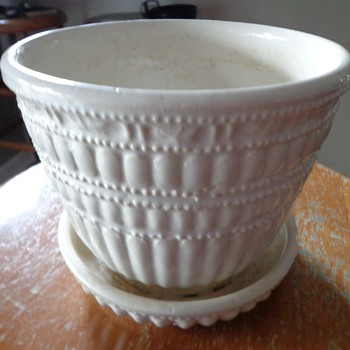 Vintage McCoy USA American Art Pottery Flower Pot - Art Pottery