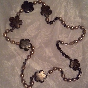 Pearl and granite ? Necklace