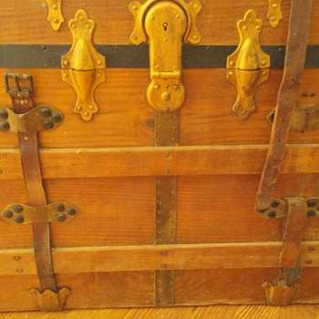 Flat top Eagle Lock Company Conn trunk