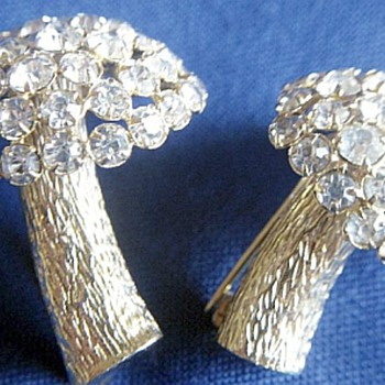Castlecliff Pair Of Mushroom Brooches