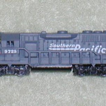 "Southern Pacific ""N"" scale Locomotive"