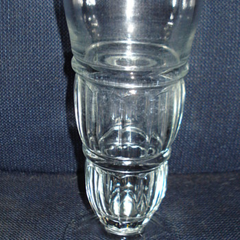 CAN SOMEONE TELL WHAT TYPE OF GLASSWARE THIS IS. - Glassware