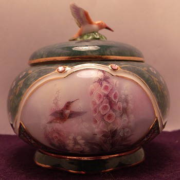 Lena Lui's Hummingbird Potery Music boxes - Music