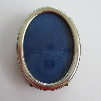 Silver photo frame - thrift shop find € 0,50 - Silver