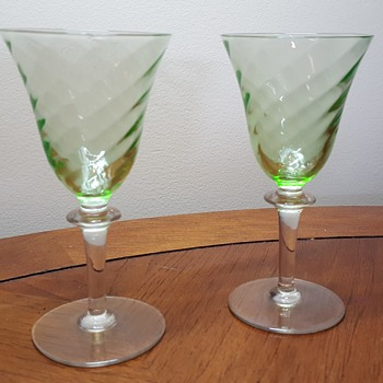2 Uraniumm Glass Cordial Glasses