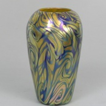 QUEZAL VASE C. 1920 - Art Glass