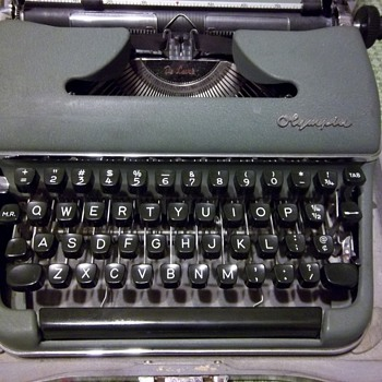 Olympia Typewriter SM3 Deluxe 1950s GREEN