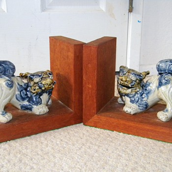 Vintage Deco Japanese Ceramic Foo Dogs Wooden Bookends  - Asian