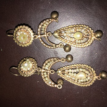 10k gold and seed pearls errings