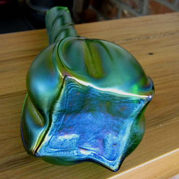 MY GREEN TWISTED VASE - Art Nouveau