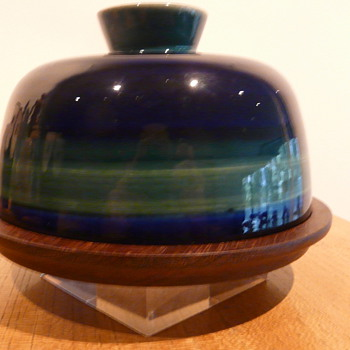 ARABIA FINLAND CHEESE DOME - Art Pottery