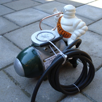 michelin compressor from the thirties with michelin man - Petroliana