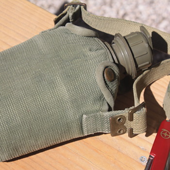 MILITARY-Style CANTEEN with CANVAS COVER - Sporting Goods