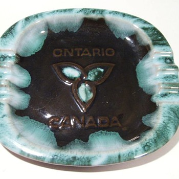 BLUE MOUNTAIN POTTERY -- Ashtray - Tobacciana