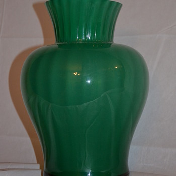 mystery vase - Glassware