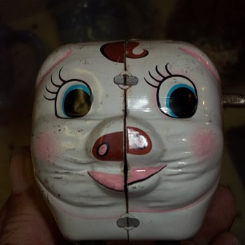 WIND UP PIGGY BANK - Coin Operated