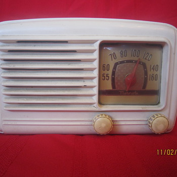 1948 Bakelite Motorola Tabletop White Model 58A Tube Radio