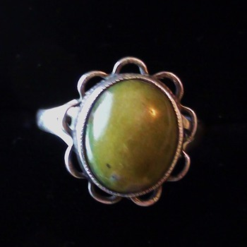 JADE Ring Sterling silver Size 7 1/2 mark difficult to know Can you help? - Native American