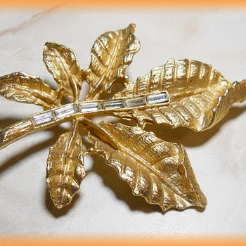 Vintage LEAF BROOCH ( Gold Tone ) with BAGUETTES