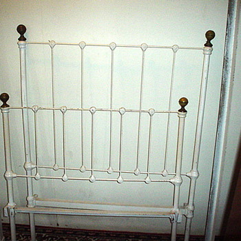 White iron child size hospital bed found in Massachusetts. - Furniture