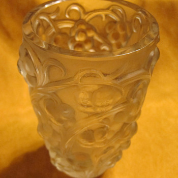 Rene Lalique - Raisons (RAISINS) Vase  CIRCA 1930 - Art Glass