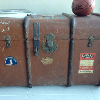 Trunk with Cunard Line / Cunard White Star Labels 1932 - Furniture
