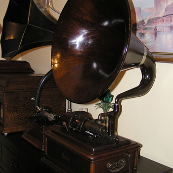 Edison Opera C1911, Mahogany cabinet and horn - Records