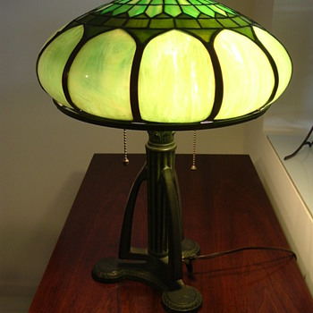 Looking for the Name of the Lamp Manufacturer