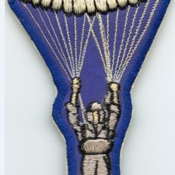 UNknown patchof parachutist nd SPEC 22 Silk Qualified on it