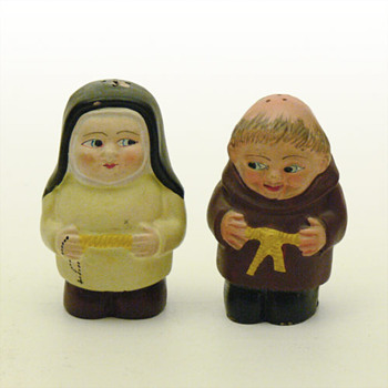 Friar and nun salt & pepper shakers (probably Spain, 1960s) - Kitchen