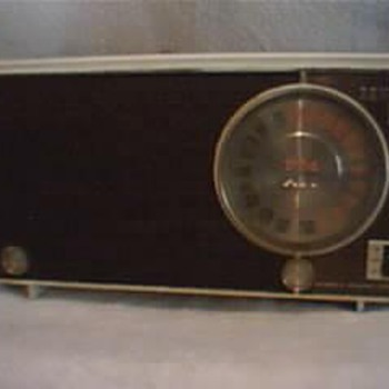 Zenith Am/AFC/FM Tube Radio Automatic frequency Control 1946/1951