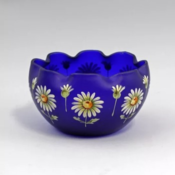 New Kolek Glass Piece  ...Handpainted daisies