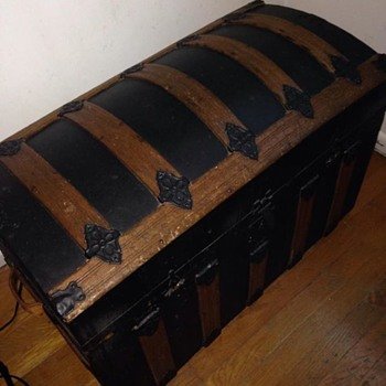 Old Trunk-Any Information?