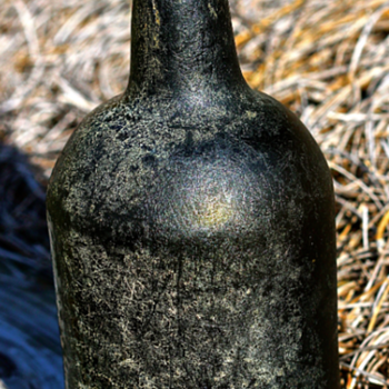 ~~~~ 1810 - 1830 Black Glass Bottle ~~~~