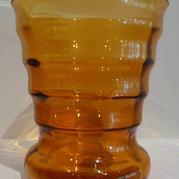 "A ""Little Orange Vase"" by de Bazel. - Art Glass"