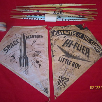 1950&#039;s Antique Old Hi-Flier Top Flite Space Master Playmates of the Clouds Circus And Jolly Roger Paper Kites