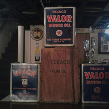 Valor (Texaco) Motor Oil Can and Box - Petroliana
