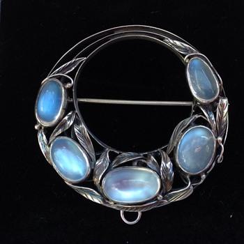 Bernard Instone Moonstone Silver brooch. - Fine Jewelry