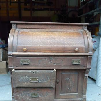 Cylinder Desk. age? info?