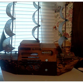 My Majestic Monarch tube radio ship. - Radios