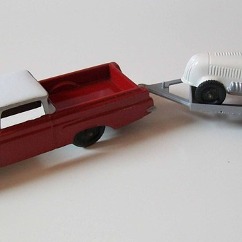 Tootsie toy 1960 El Camino with racecar - Model Cars
